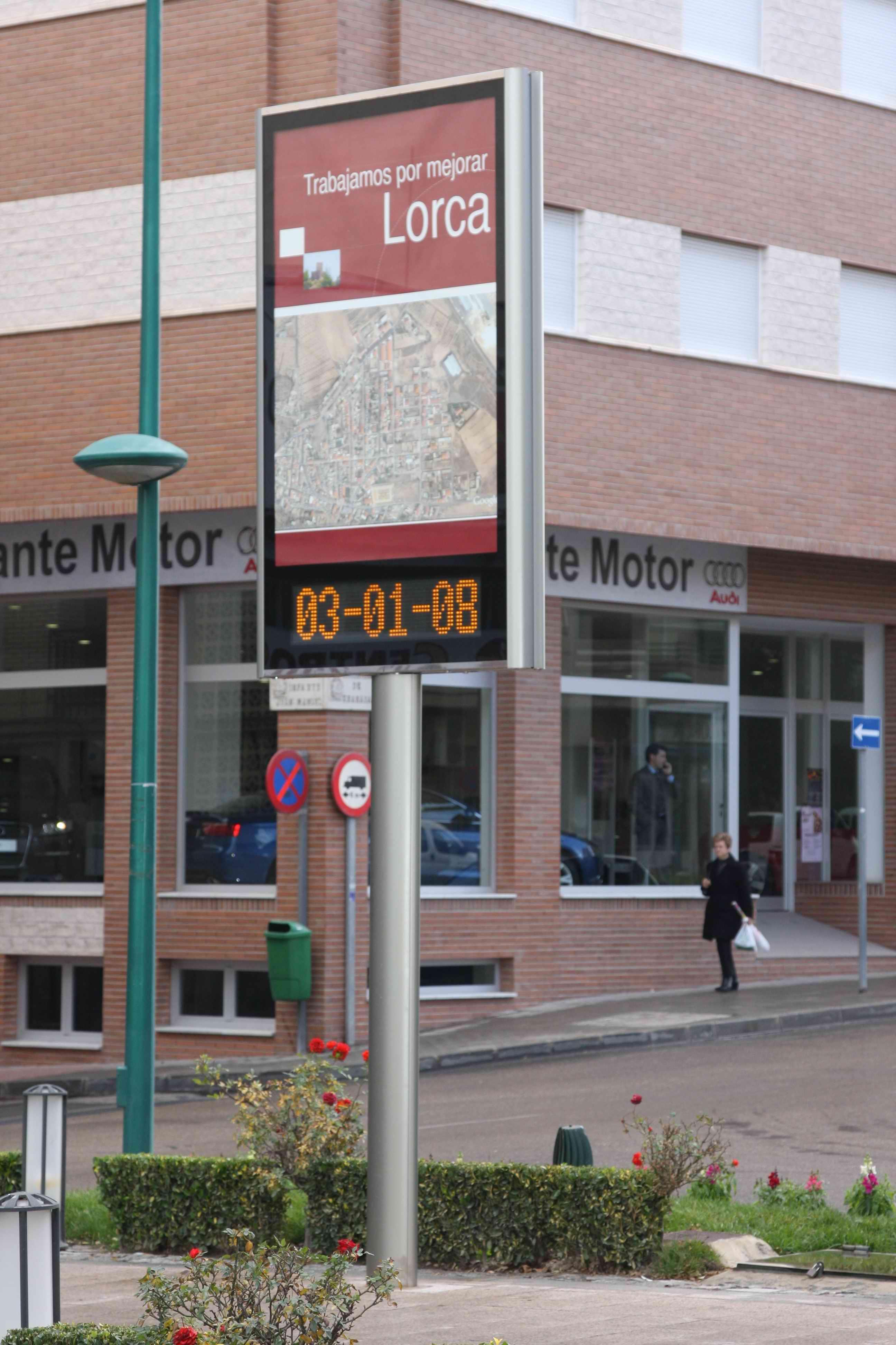 Imagen de Mupi Modelo Elite Reloj pie 2.5