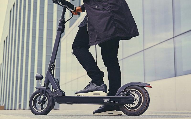 Cómo puede un patinete eléctrico generar nuevos espacios de publicidad exterior