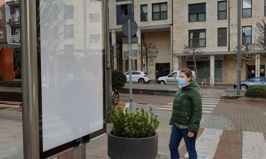 El Astillero instala mupis de Nemain Medios Publicitarios